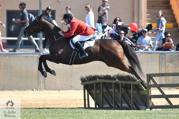 Clinton Alcock and, 'Edialta Broadband' show the form that saw them win the Gent's Hunter's Plate today.