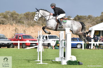 Murrey Sproull rode Wild Thing (certainly not wild just out of Wild Oats) in the Hygain Stars of the Future Round 2.