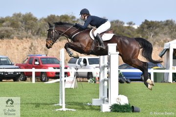 Melissa Robertson rode Morrfield Rosealee in the Hygain Stars of the Future Round 2.