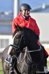 Melbourne Royal Show mounted steward, Steve Peters yesterday was awarded the Presidents Medal for over twenty years outstanding service to the show.