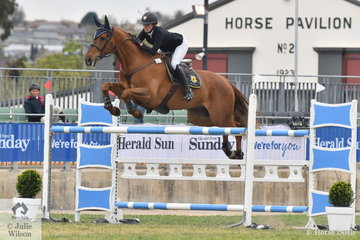 Katie Laurie from Tamworth in NSW added just one time penalty to an otherwise perfect round in the Mini Prix riding, 'Esteban MVNZ'.