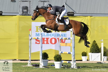 James Harvey jumped one of just three first round clears in the Melbourne Royal World Cup Qualifier riding his own and Des Russel's Cardento gelding, 'Tyrone VDL. Two down in the second round saw the talented pair finish in tenth place.