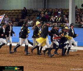 With their amazing fashion choices and great enthusiasm team Western Australia knew how to make an entrance at the opening ceremony.