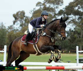 Piper Searle and Miss Florentine made a great pair representing Queensland in the EvA105 at the 2018 Marcus Oldham Interschool National Championships.