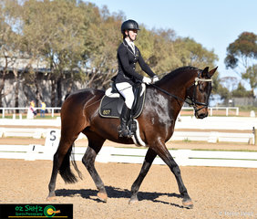 Smiling down the elementary centreline was Ashleigh Middendorp and Lion Park Lodge Recherche as they represented team Western Australia in the 2018 Marcus Oldham Interschool National Championships.