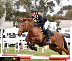 All the way from Western Australia, Ellie Gough and Western Diva represent their state in the Primary 90cm show jumping at the 2018 Interschool National Championships.