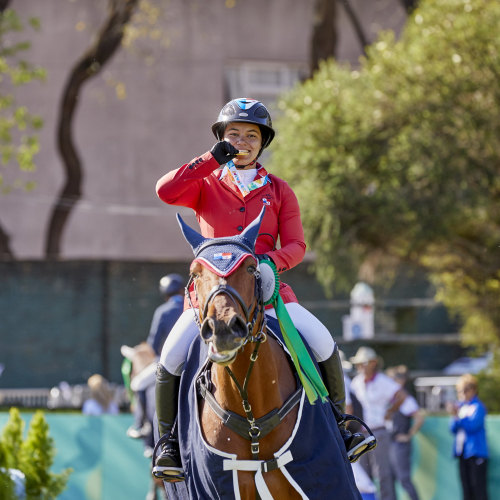 Marissa del Pilar Thompson (PAN) with her mount Canal del Bajo Kithira embraces the moment of winning the gold medal with Team North America at the Youth Olympic Games Buenos Aires 2018. (FEI / Liz Gregg)