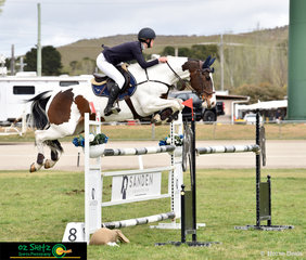Sophie Hatch and Glenara Mudslide fly effortlessly over each fence in the second qualifying round of the Junior Championship Titles.