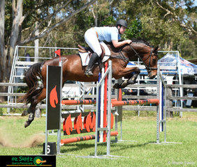 Amanda Benton and Vivid Encounter her 9 year old Warmblood jump gorgeously over an oxer in the Brian Moorhouse Memorial.