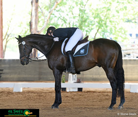 Thanking her horse Tahoe after a beautiful test in the EvA105 dressage phase of the NEGS ODE was Clare Askey.