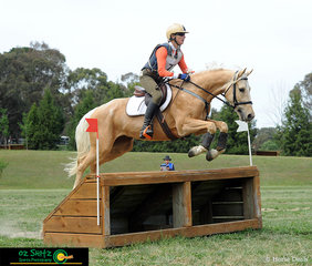 Go Smoko made a nice shape over the EvA95 Cattle Shelter out on the NEGS cross country course with Susan Burnheim in the saddle.