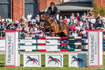 Steven Hill and 'Yalambi's Bellini Star' win the Horseware Australia Junmping Grand Prix