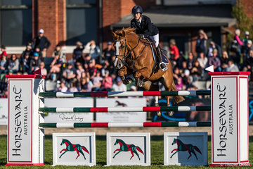 Gabi Kuna and 'Flaire' place 4th in the Horseware Australia Jumping Grand Prix