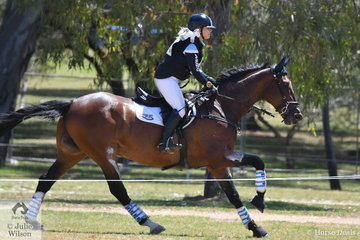 WA rider , Emily Gray jumped a super  Mitsubishi CCI4* cross country round to hold third place riding her Jubilee Bay gelding, 'Jocular Vision' with 67.30.