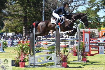 Gemma Tinney made an impressive Four Star debut riding Jane and John Pittard's, Donnablitz mare, 'Annapurna' to take sixth place in the Mitsubishi CCI Four Star.