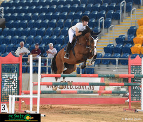 Kirstie Ansell rode the stunning 5 year old Vakarra Calisto, by Calgary GNZ, around the second class of the Queensland Indoor Showjumping Champs, the 1.10m