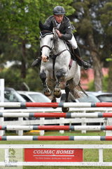 Dedicated Victorian jumping rider, Murray Sproull junmped a good clear first round in the Australian Quality Pet Foods Future Stars riding his talented, , 'Wild Thing' that is by Caracas out of Seumas Marwood's super, Wild Oats.