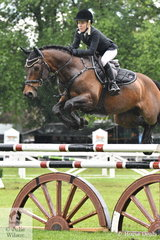 Amanda Leyshan jumped a good four penalty first round aboard her, 'Viva Unique' in the  Australian Quality Pet Foods Future Stars  class.
