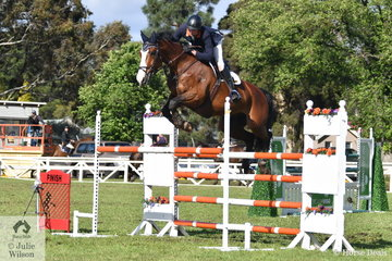 Clay Simmonds jumped clear and four riding, 'Oaks Calypso' to take eighth place in the  Australian Quality Pet Foods Future Stars  class.