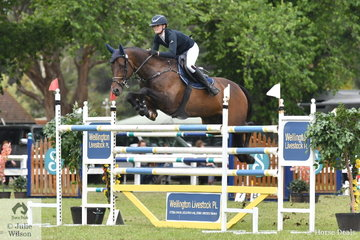 Tesse Cook jumped a good four and four to take seventh place in the 2018 GBG Concrete and Construction Sale World Cup Qualifier riding her, 'Heatherton Park Alfonz'.