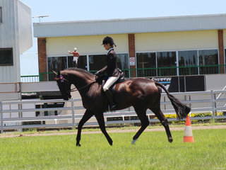 Kristy Hill winning the Novice HAak