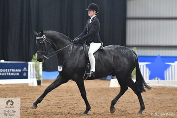 Representing NSW, Olivia Daffurn rode Jess Stones' 2016 National Champion Hack, 'Taittinger' to take third place in the Child's Large Hack Championship.
