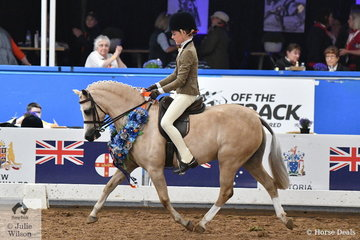 Representing NSW, Elizabeth Taylor who is having a super successful Nationals rode her, 'Kenda Park Strauss' to claim the 2018 Small Show Hunter Pony Championship.