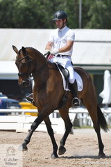 Alistair McLean rode Kasperrado Damaskus in the Advance 5.3.