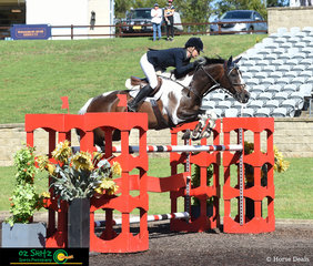 Making their way around the Mini Prix Series Second Qualifier was Sarah McMillan and Colourbond at the Summer Show Jumping Classic at the Sydney International Equestrian Centre.