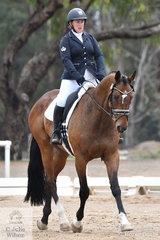 Emma Paech rode Silent Winchester in the Participation Preliminary 1.2.