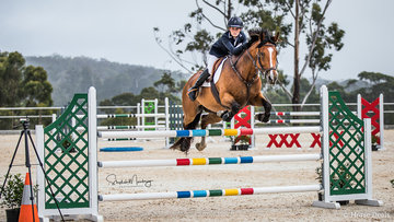 Hayden Parker and 'Myridersnota Roxstar' place third in the Junior Final