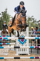 Sally Simmonds and 'Oaks Chifley'take a rail but finish in fifth in the Junior Final