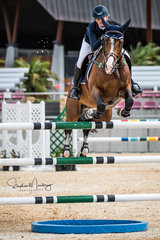 Brooke Langbecker and 'Beijing LS La Silla' win the final double clear in a time of 35.990 sec