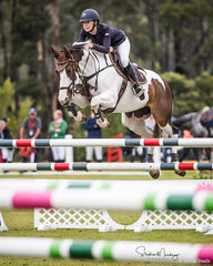 Sophie Hatch and 'Glenara Mudslide' place second in the Junior Championship Rd 1 with a time of 26.033 sec