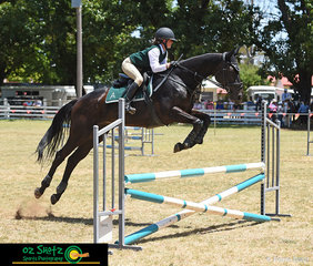 Representing Armidale in the 13 Years and Under 15 class, Chloe Garcia and After Dark made easy work of the B Grade show jumping class on Friday at the 2019 Kingstown Jamboree held at the Guyra Showgrounds.