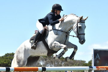 Successful young rider, Madeline Sinerberry took seventh place in the Flexible Fit Future Stars class riding her, 'VI Deja Vu'.