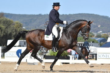 The always popular Dirk Dijkstra is pictured during the IRT Grand Prix CDI-WLF riding his 'AEA Metallic'.