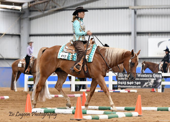 CAROL ELLIOT RIDING LT ZIPS SO SMOOTH IN THE SELECT AMATEUR TRAIL