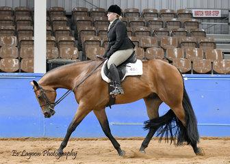 STATE CHAMPION KARLI RODERICK RIDING IRONOUTATEN IN THE AMATEUR JUNIOR HORSE HUNTER UNDER SADDLE