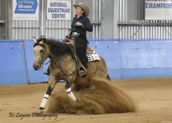 FIZZICS RIDDEN BY KATE ELLIOT IN THE JUNIOR HORSE REINING