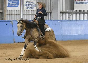 FIZZICS RIDDEN BY KATE ELLIOT IN THE JUNIOR HORSE REINING