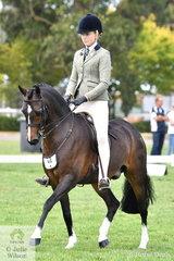 Ava Halloran rode Taylah Arnott's, 'Fontain Park Sir Harvey' to claim the 2019 Child's Large Show Hunter Pony Reserve Championship.