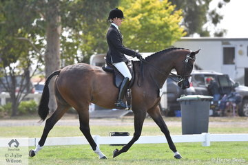 2018 Garryowen winner, Rebecca Farrow rode her 2017 Sydney Royal Champion Hack, 'Stage Presence' to claim the Rider Over 25 Years Reserve Championship.