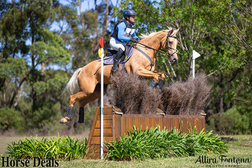 Bringing a splash of colour to the course was Natalie Blundell and Riverside Princess.