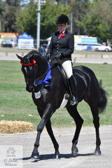 Briony Randle had a successful day at the 2019 ACTewAGL Royal Canberra Show and is pictured aboard the BR Show Team, Warren Coyle and Howard Morris nomination, 'Entourage' that won the class for Open Hack Over 16.2hh.