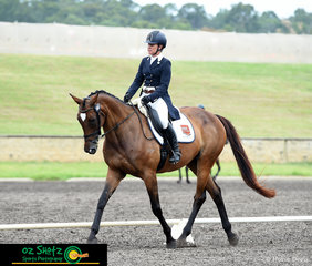 Tracking up and making a great shape, Oaks Cordelia and Jade Findlay make a great combination competing in the CCN4 Star.