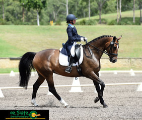 The sun came out for Emma Bishop and CP Issey Miyake who were second to last out in the CCN4 Star on Saturday, Emma scored an impressive 70.57% to have her in equal 5th place against a very strong field.