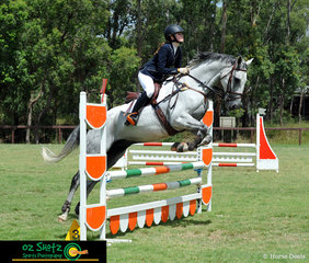Making her way around the EvA80E show jumping was Georgina Osullivan on Domingo at the Sydney Eventing Summer Classic.
