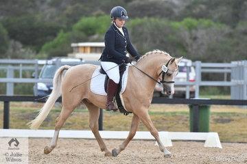 Roxanne Young rode Taryn Elise Niew's, Sarahn Sensation to sixth place in the Mulawa Arabian Stud's Arabian Derivative API Preliminary test.
