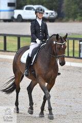 Allysse Smith rode Anne-Lise Haugen's Shatana Victorious in the Mulawa Arabian Stud Arabian Derivative Novice test.